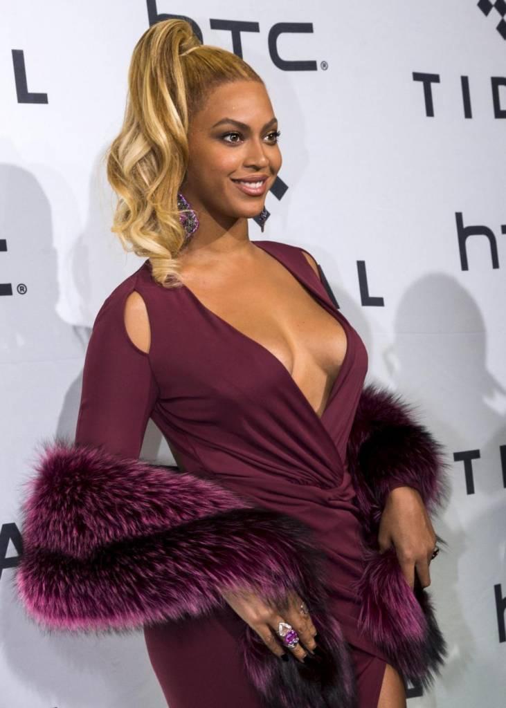 Beyoncé scollatissima a New York...FOTO