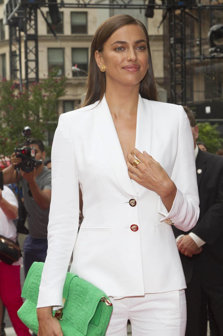 Irina Shayk-Bradley Cooper...fuga d'amore alle Bahamas 3