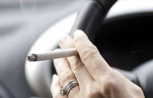 Fumi in auto? Se ti fermano ti fanno il test...di gravidanza!
