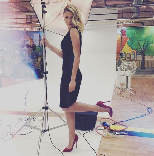 Emma Marrone, tubino nero e tacchi. Che stile...FOTO