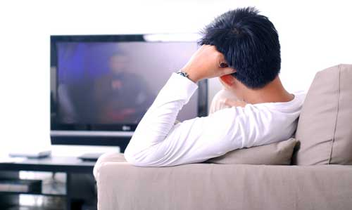 Troppa tv accorcia la vita: rischio infarto, ictus, tumore...