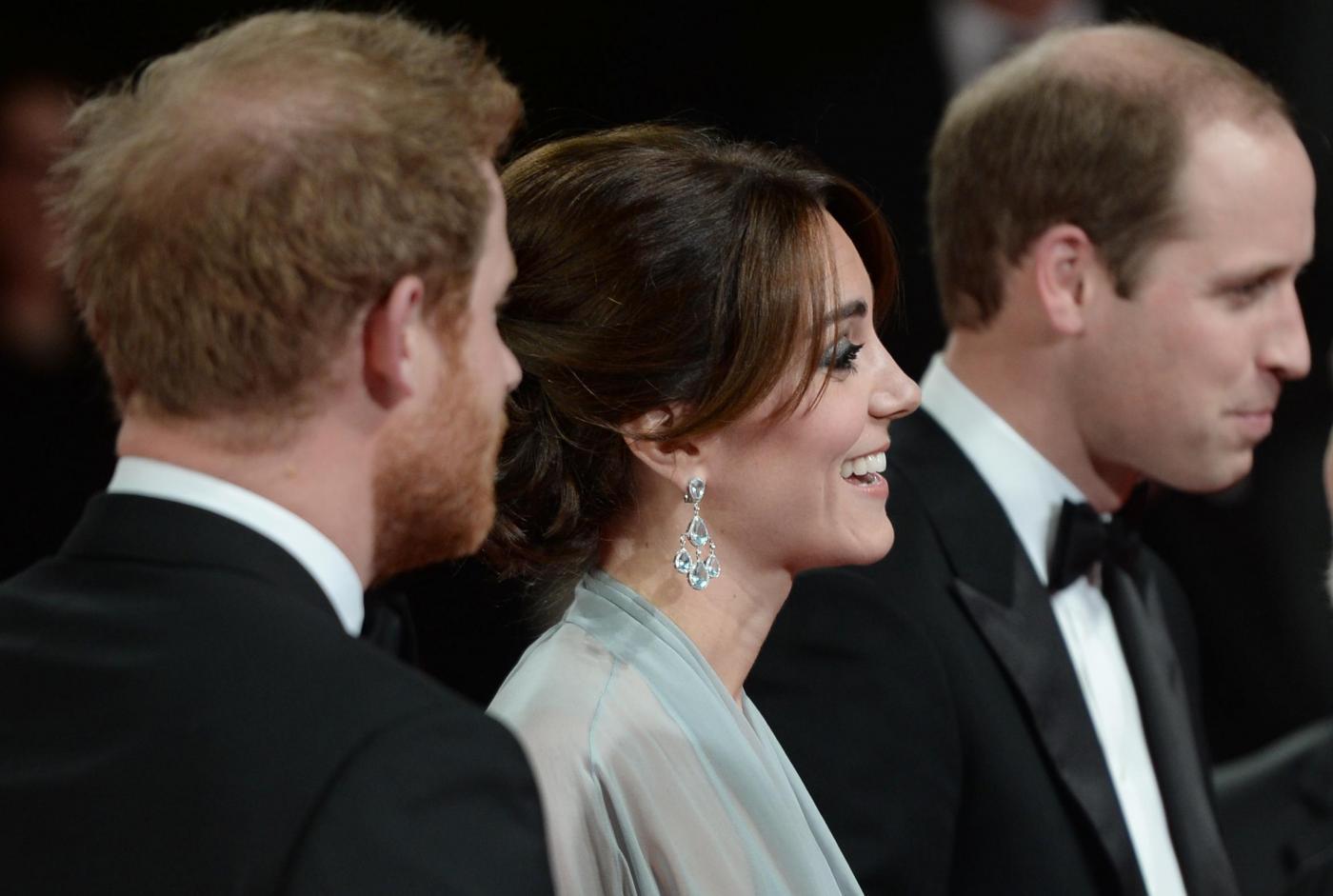 Kate Middleton alla prima di Spectre: abito firmato Jenny Packham asd