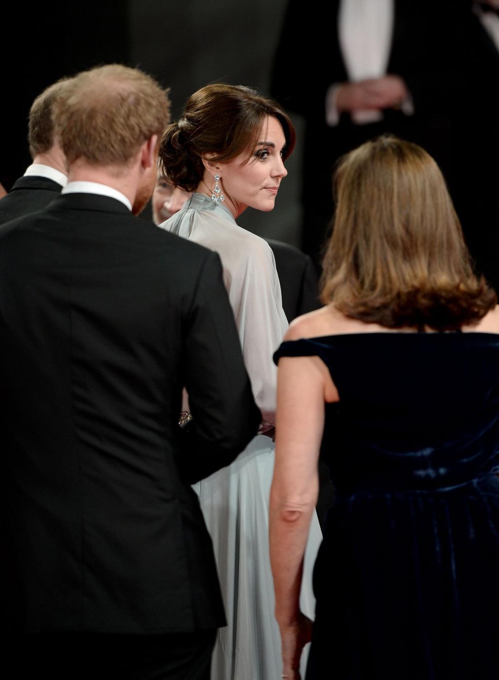 Kate Middleton alla prima di Spectre: abito firmato Jenny Packham df