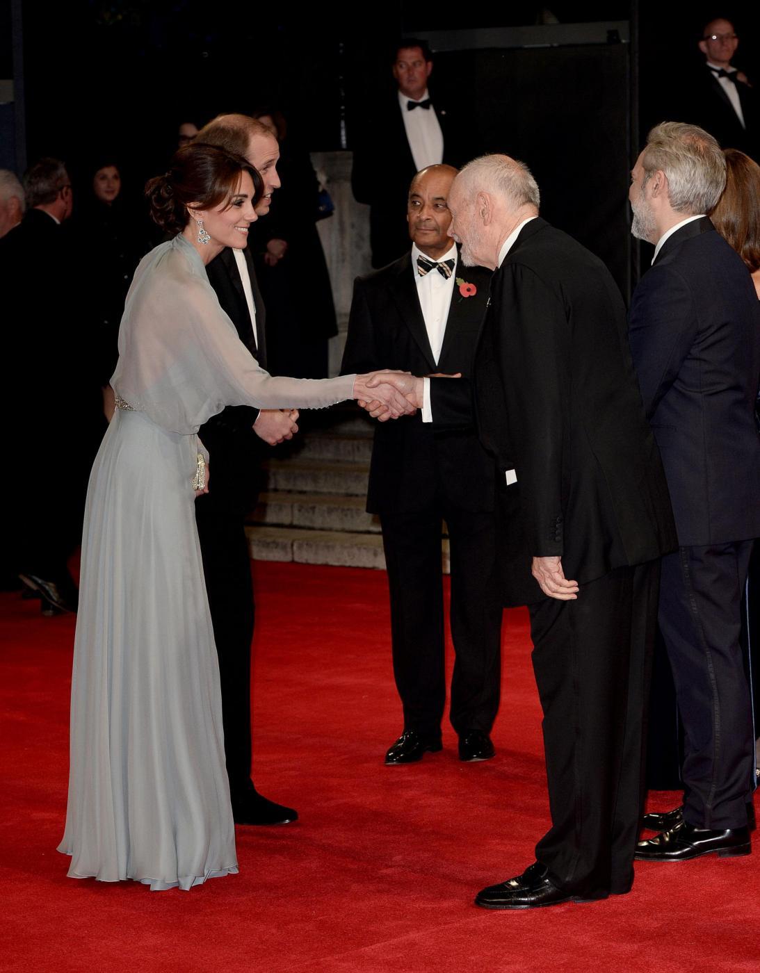 Kate Middleton, Sofia di Svezia: abito oro a confronto FOTO