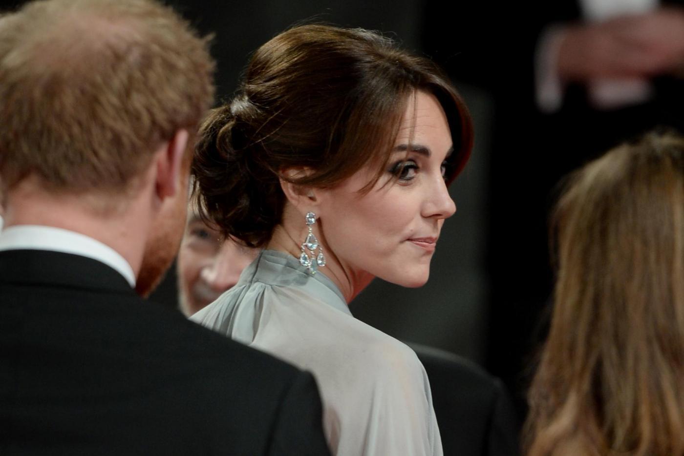 Kate Middleton alla prima di Spectre: abito firmato Jenny Packham 4