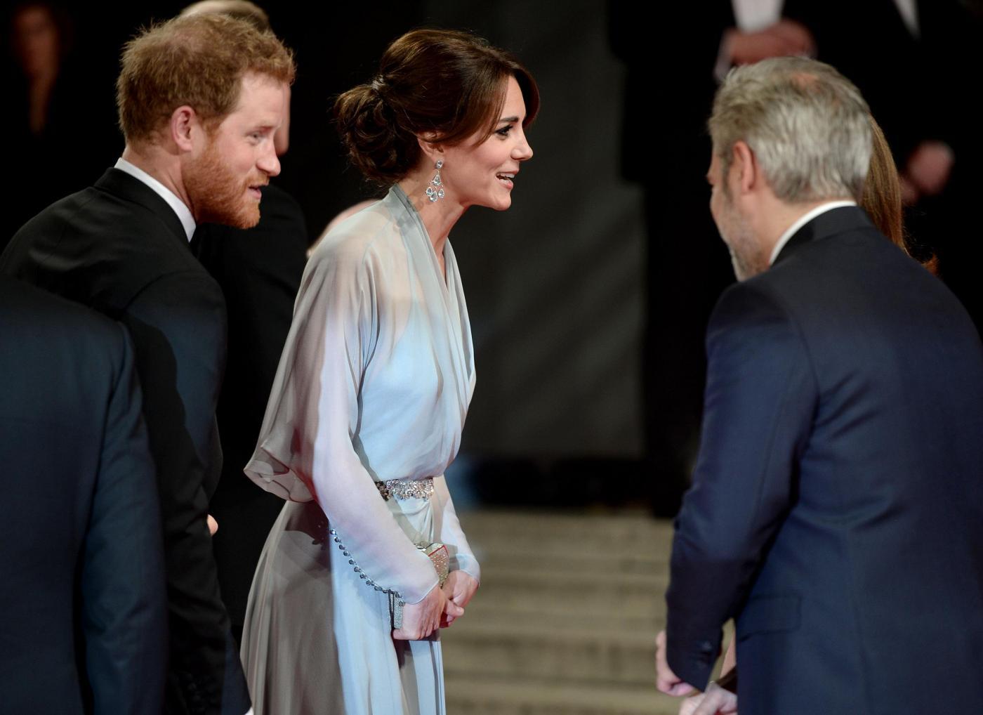 Kate Middleton alla prima di Spectre: abito firmato Jenny Packham 3