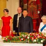 Kate Middleton con tiara e abito rosso alla cena di gala FOTO4