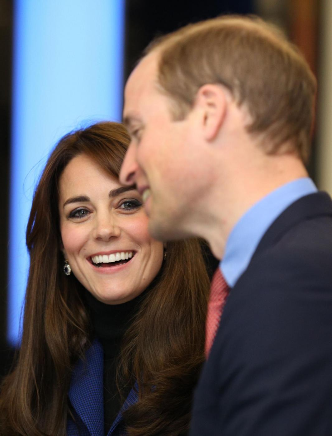 Kate Middleton, cappotto blu firmato Christopher Kane FOTO