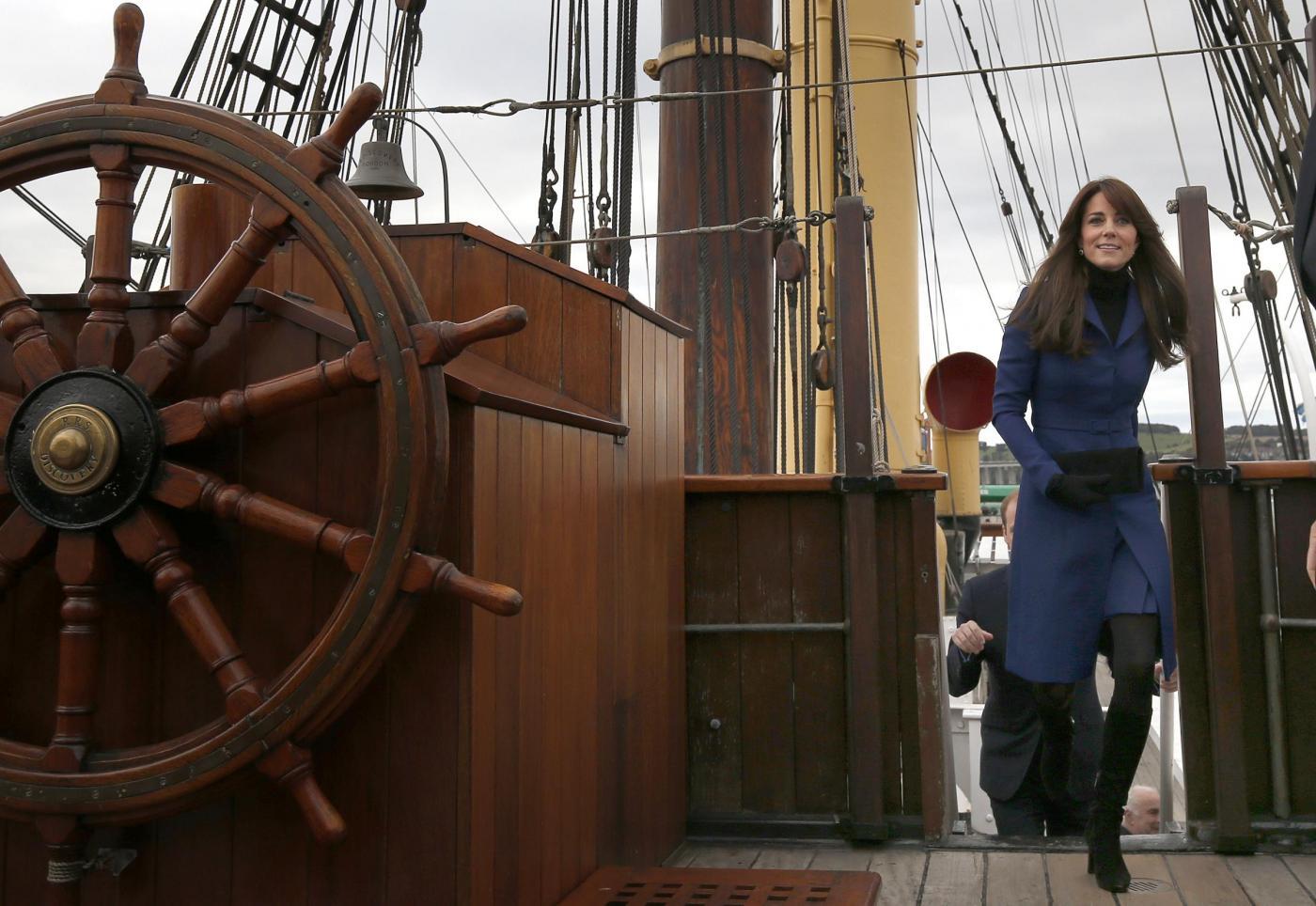Kate Middleton, cappotto blu firmato Christopher Kane FOTO 5