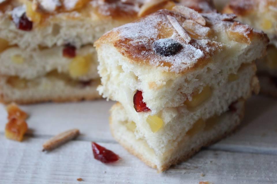Pan Brioche allo yogurt con miele e mirtilli rossi
