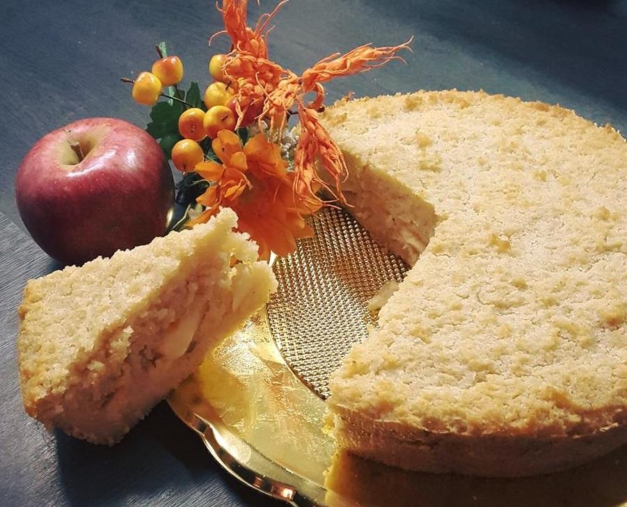 Torta di pane con mele e cannella profumata al mandarino