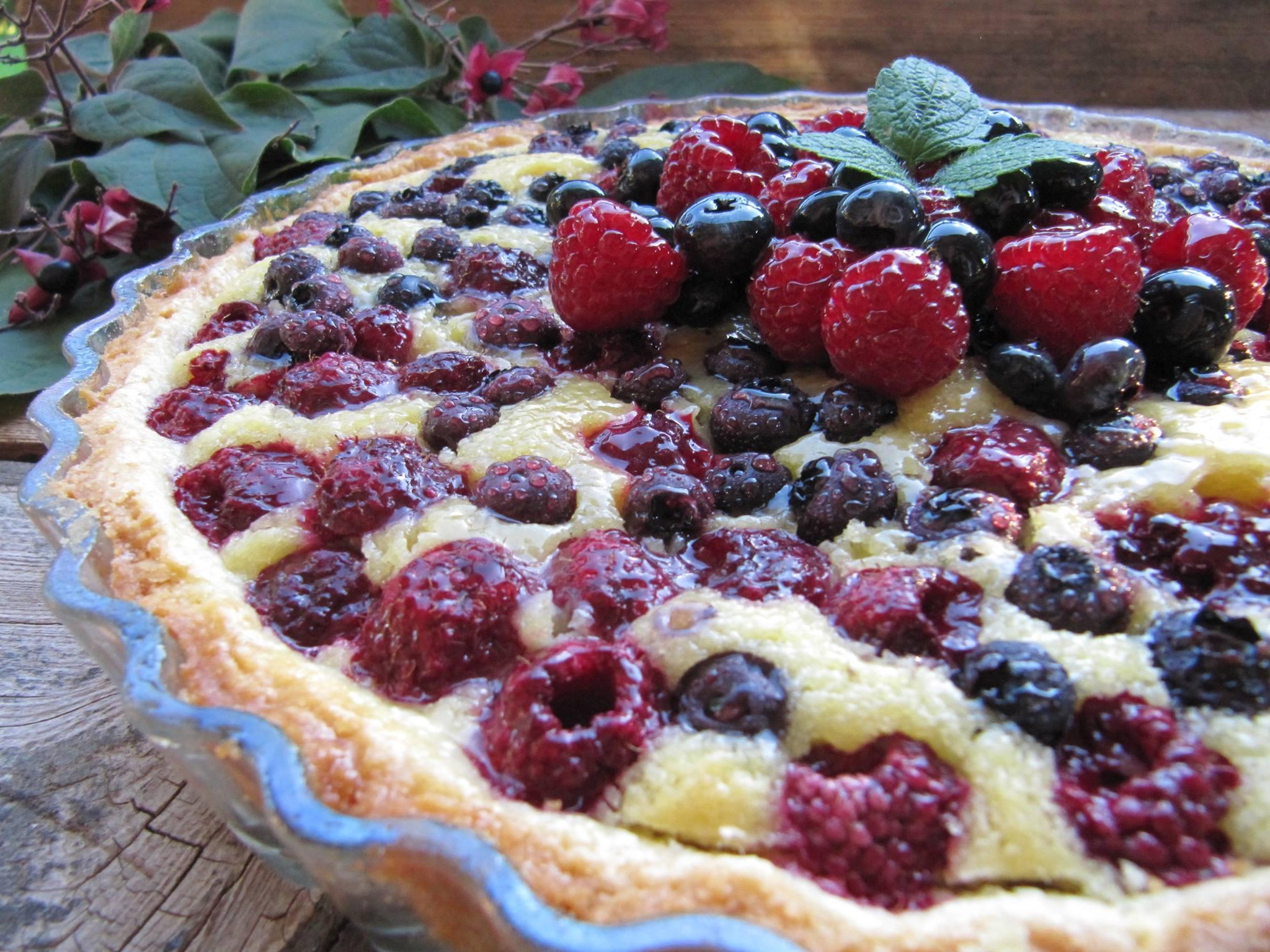 Ricetta dolce: Crostata alla crema frangipane e frutti di bosco