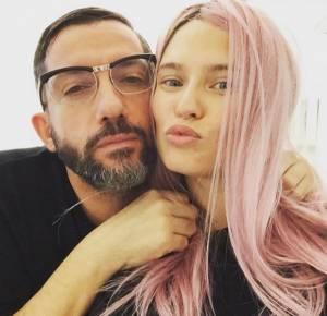 Bianca Balti con i capelli rosa: foto su Instagram