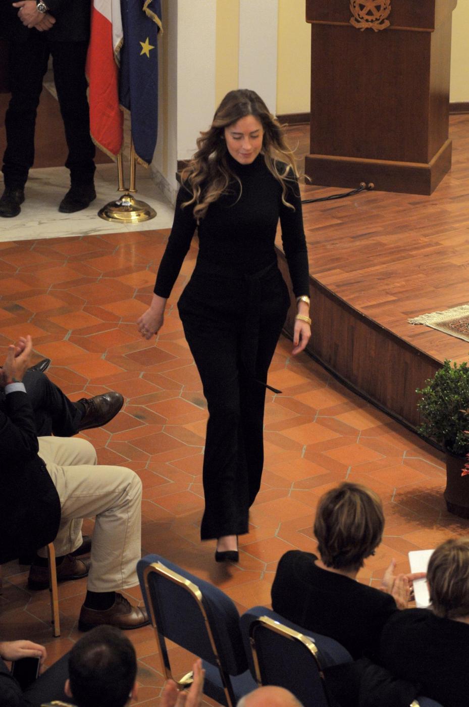 Maria Elena Boschi, total black e fianchi in vista FOTO