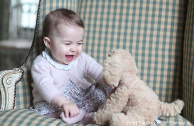 Kate Middleton, nuove foto della principessa Charlotte