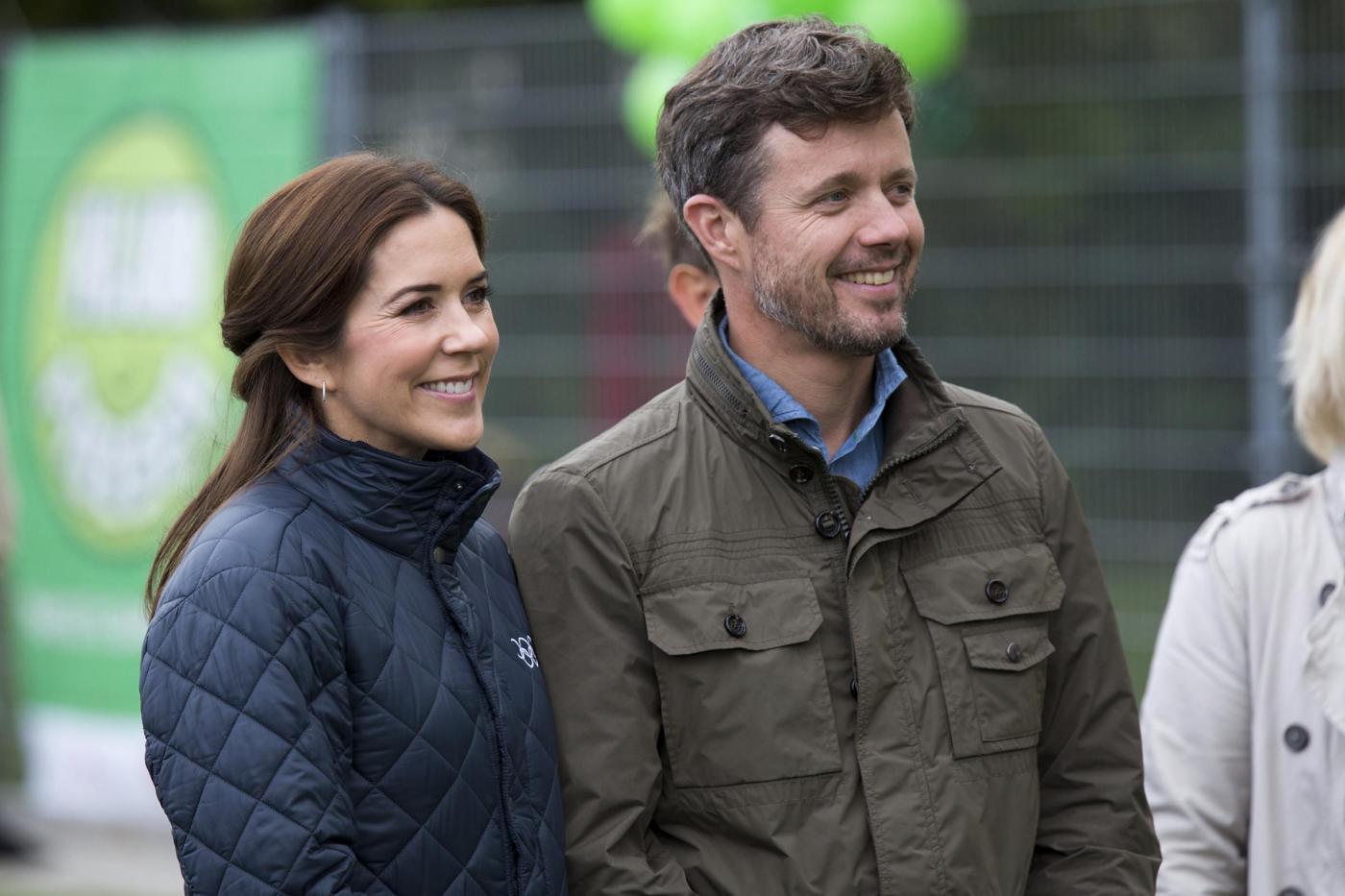 Kate Middleton-Mary di Danimarca: uguali in abito blu FOTO