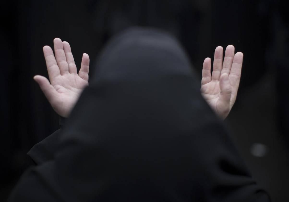 Donne Islam, burqa e niqab vietati in ospedali e uffici: delibera