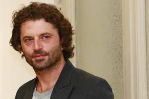Sotto copertura, Guido Caprino: chi è attore protagonista FOTO o