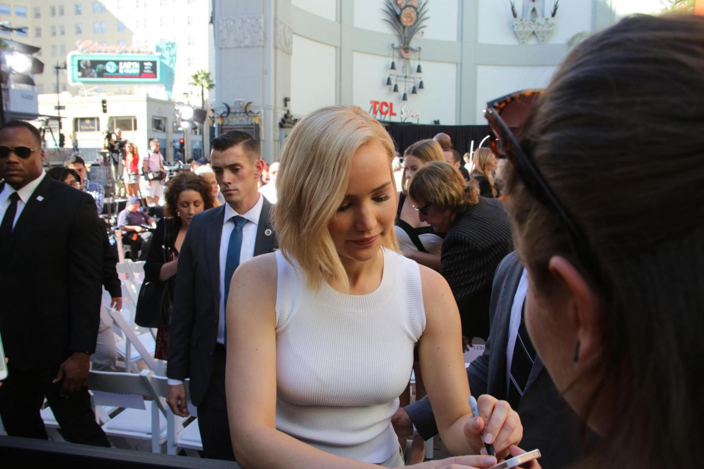 Jennifer Lawrence: look total white a Hollywood FOTO 1