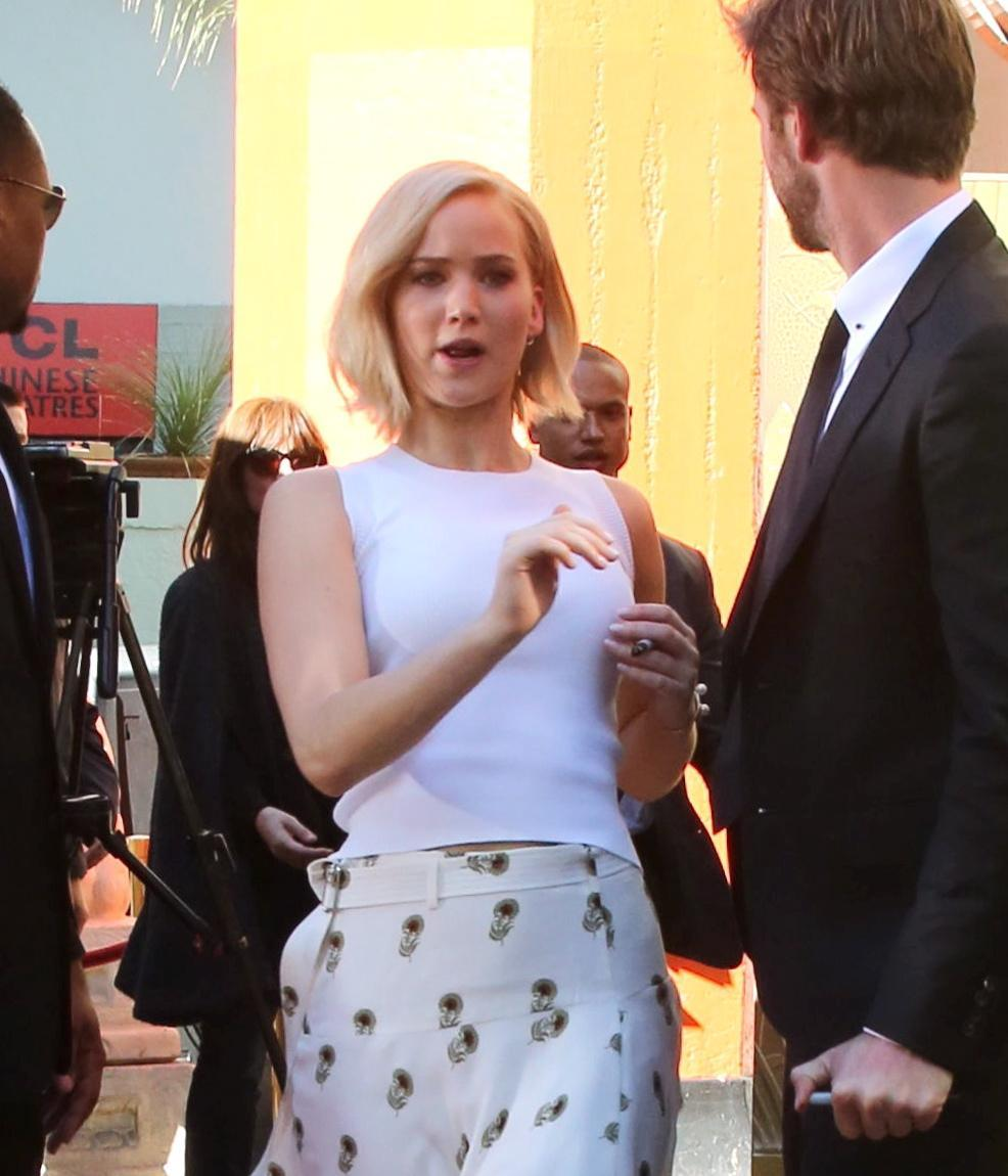 Jennifer Lawrence: look total white a Hollywood FOTO 7