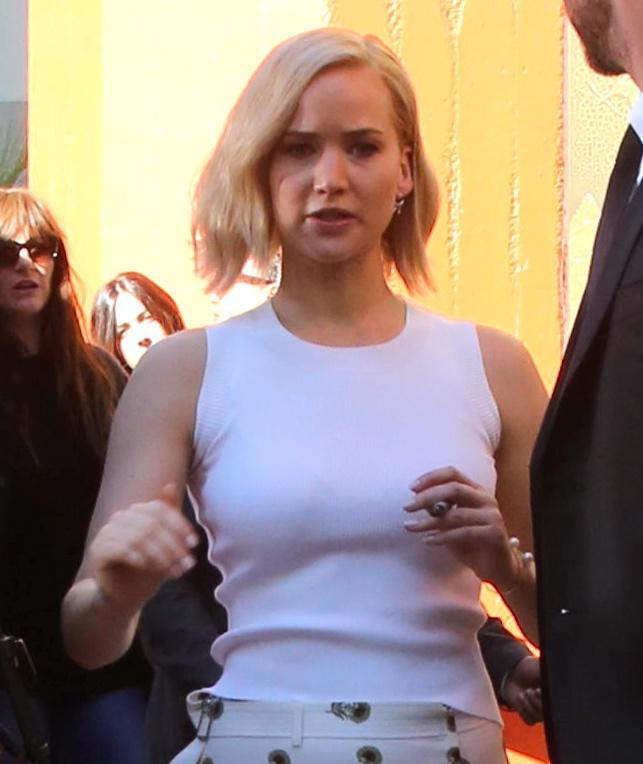 Jennifer Lawrence: look total white a Hollywood FOTO h