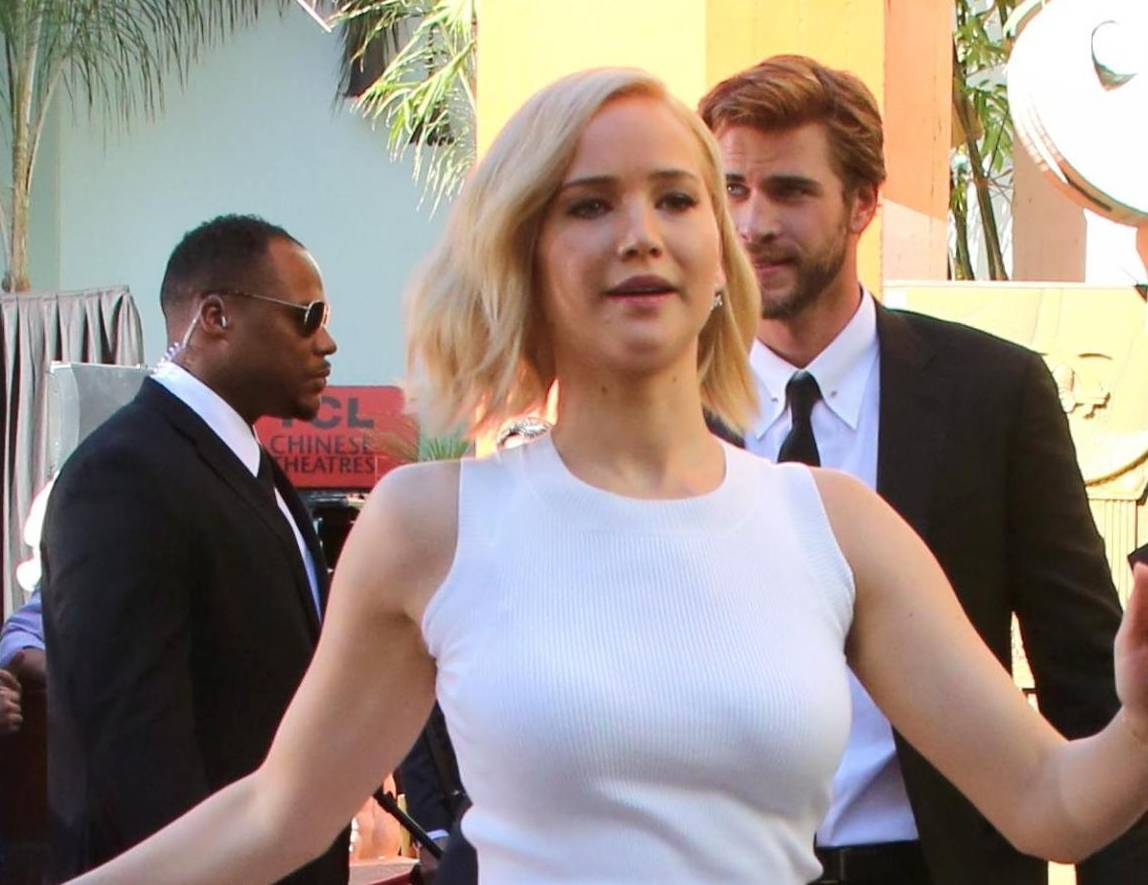 Jennifer Lawrence: look total white a Hollywood FOTO