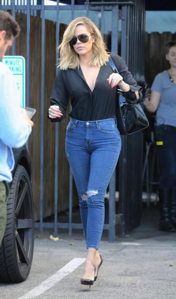 Khloe Kardashian come Kourtney: blusa trasparente e... FOTO