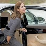 Principessa Mary di Danimarca chic : tubino grigio e tacchi FOTO