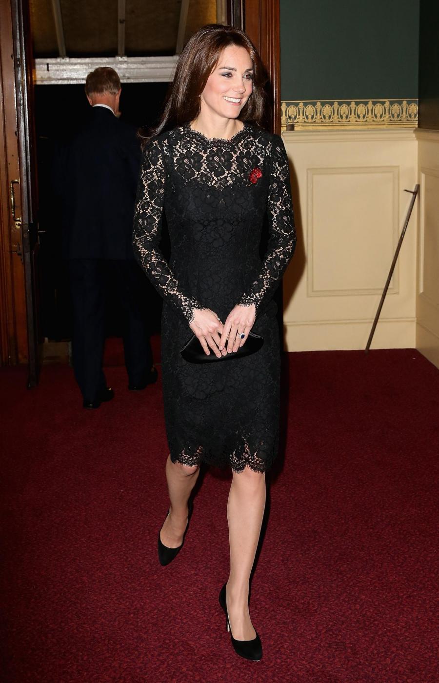 Kate Middleton, Sofia di Svezia le copia il tubino nero FOTO