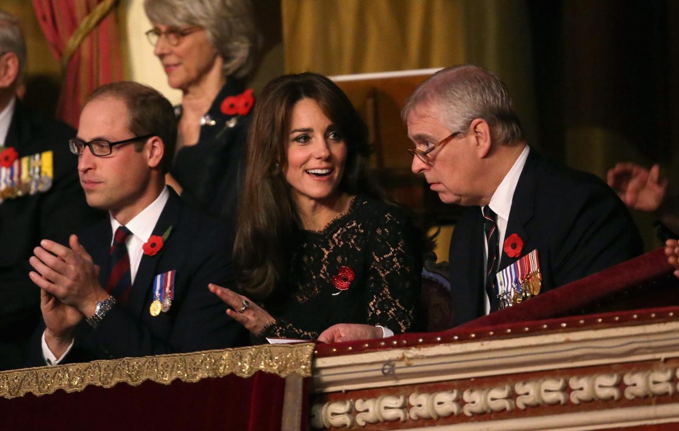 Kate Middleton copia Monica Bellucci: stesso vestito FOTO 8