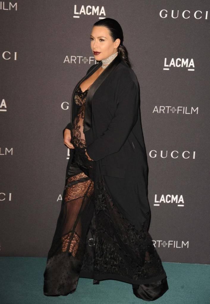 Kim Kardashian, look estremo in gravidanza: si vede tutto...FOTO 9