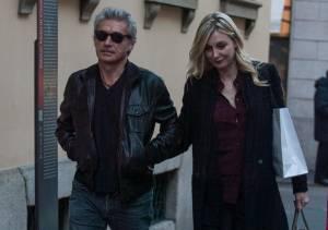 Luciano Ligabue e la moglie Barbara Pozzo a passeggio FOTO er