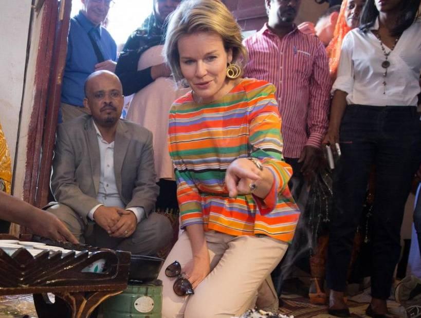 Regina Maxima d'Olanda: chic con la blusa multicolor FOTO