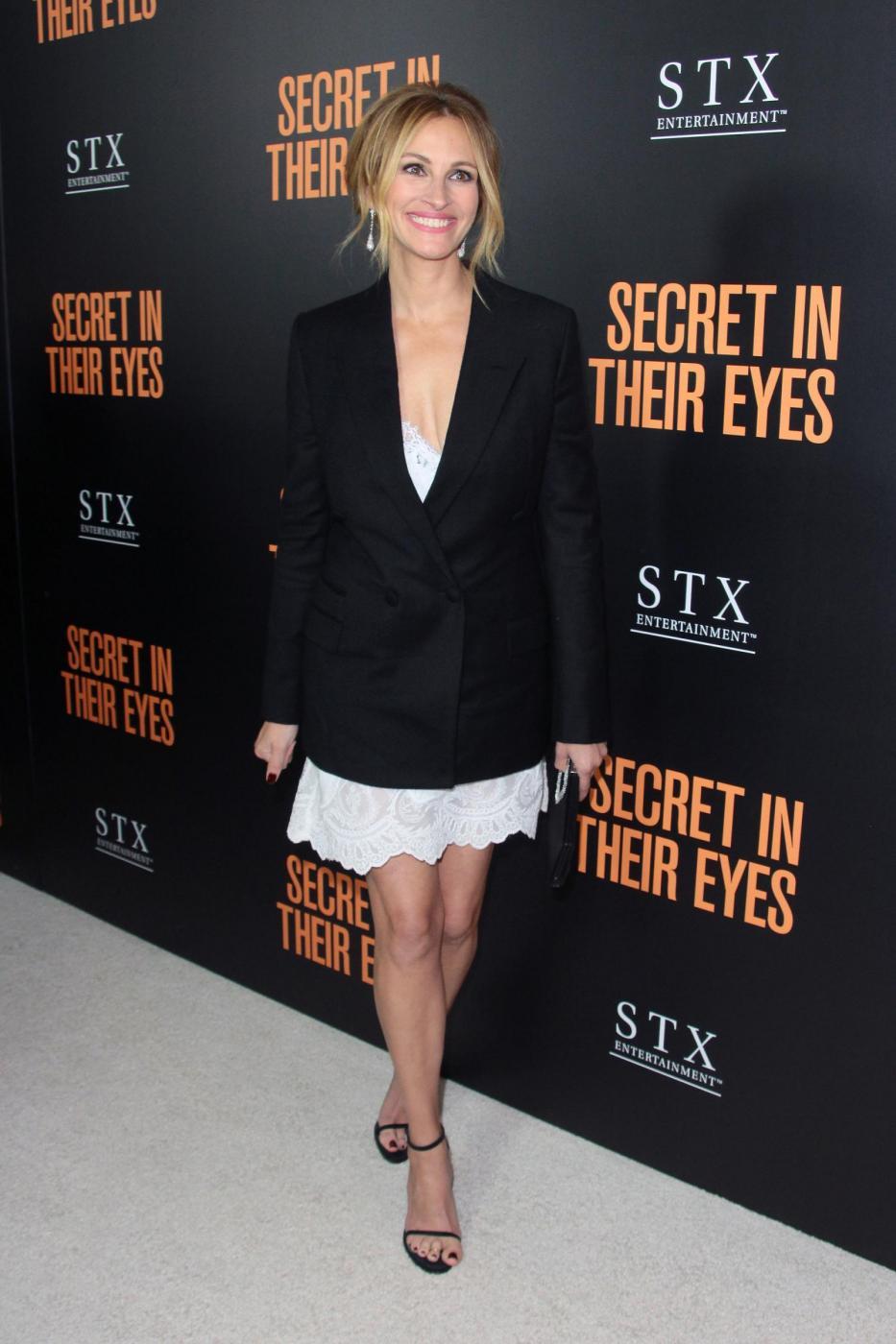 Julia Roberts, gambe da urlo a 48 anni FOTO
