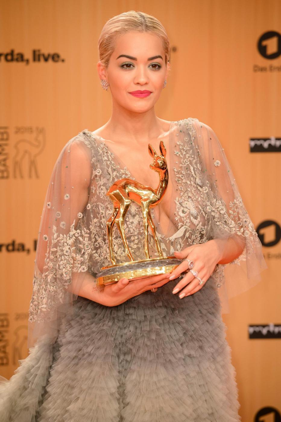 Rita Ora, abito scollato firmato Marchesa ai Bambi Awards FOTO 1