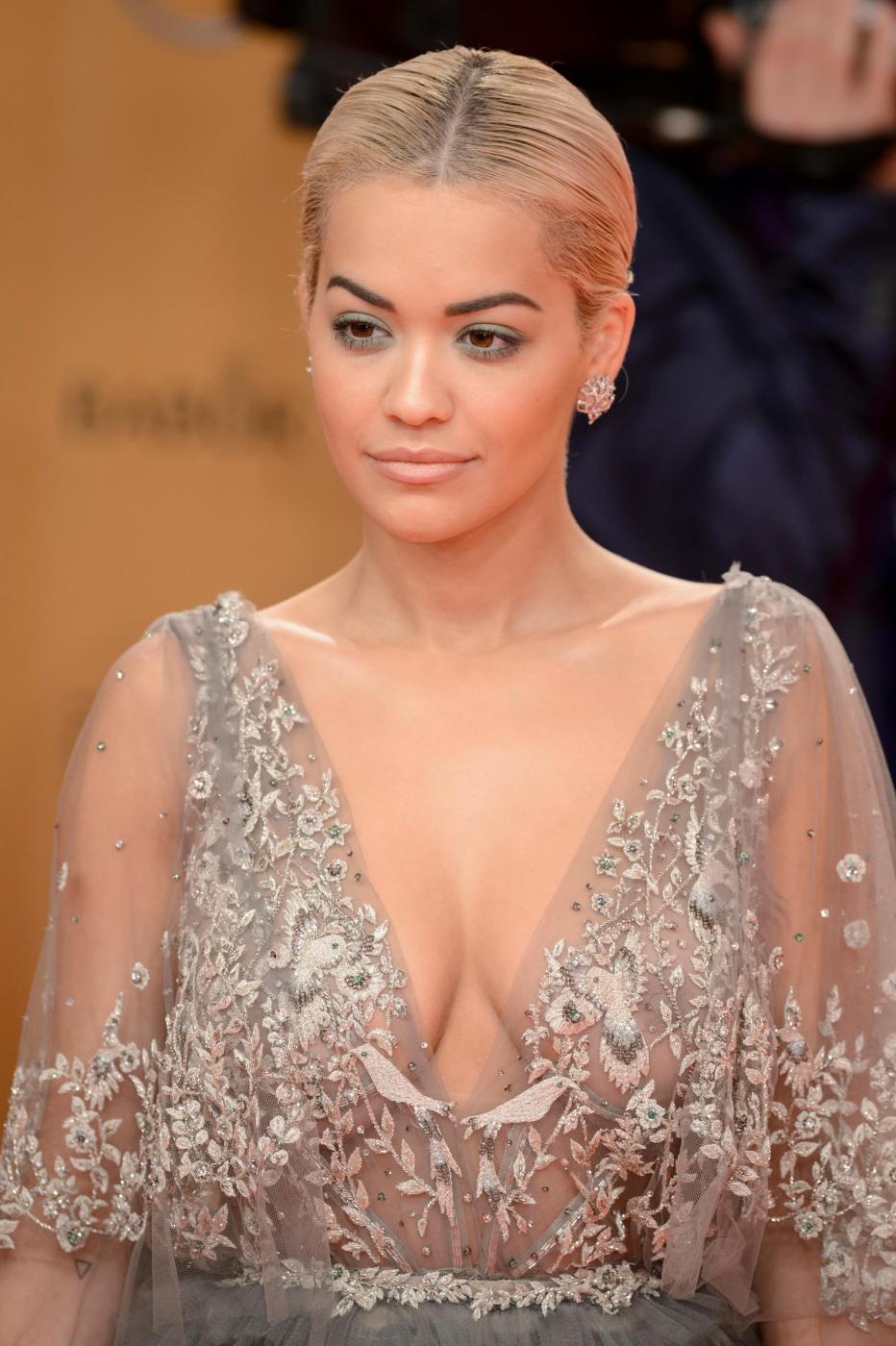 Rita Ora, abito scollato firmato Marchesa ai Bambi Awards FOTO 6