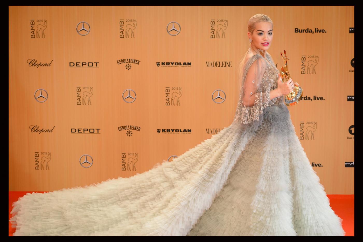 Rita Ora, abito scollato firmato Marchesa ai Bambi Awards FOTO 8