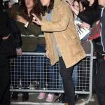 Harry Styles chic: cappotto in renna a camperos a Londra FOTO 1