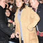 Harry Styles chic: cappotto in renna a camperos a Londra FOTO 6