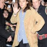 Harry Styles chic: cappotto in renna a camperos a Londra FOTO 7