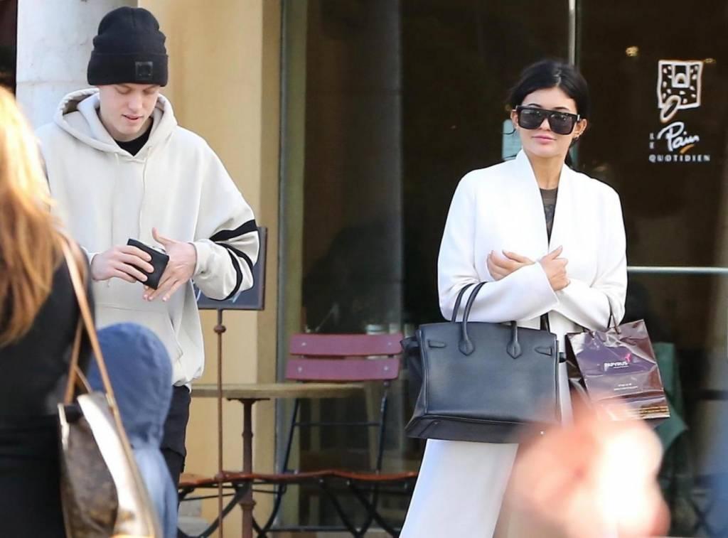 Kylie Jenner, crisi con Tyga? A passeggio con un altro uomo FOTO