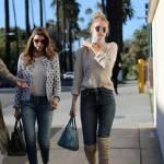 Gigi Hadid: jeans e maxi stivali color panna FOTO 8