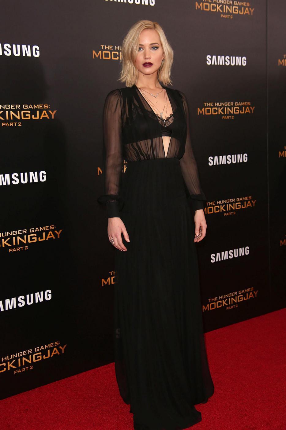 Jennifer Lawrence: reggiseno in bella vista a New York FOTO 6