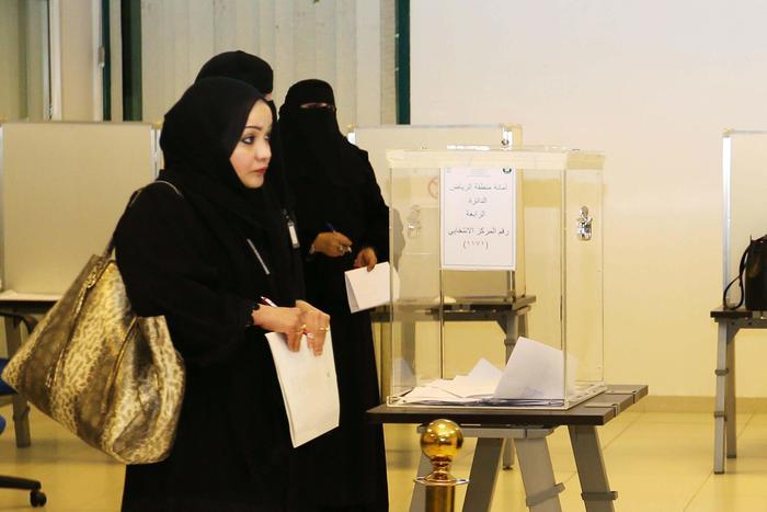 Arabia Saudita, donne elette nei consigli comunali3
