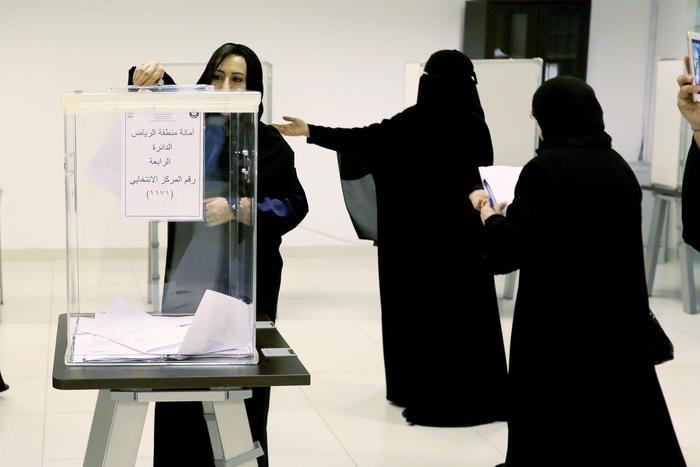 Arabia Saudita, donne elette nei consigli comunali5