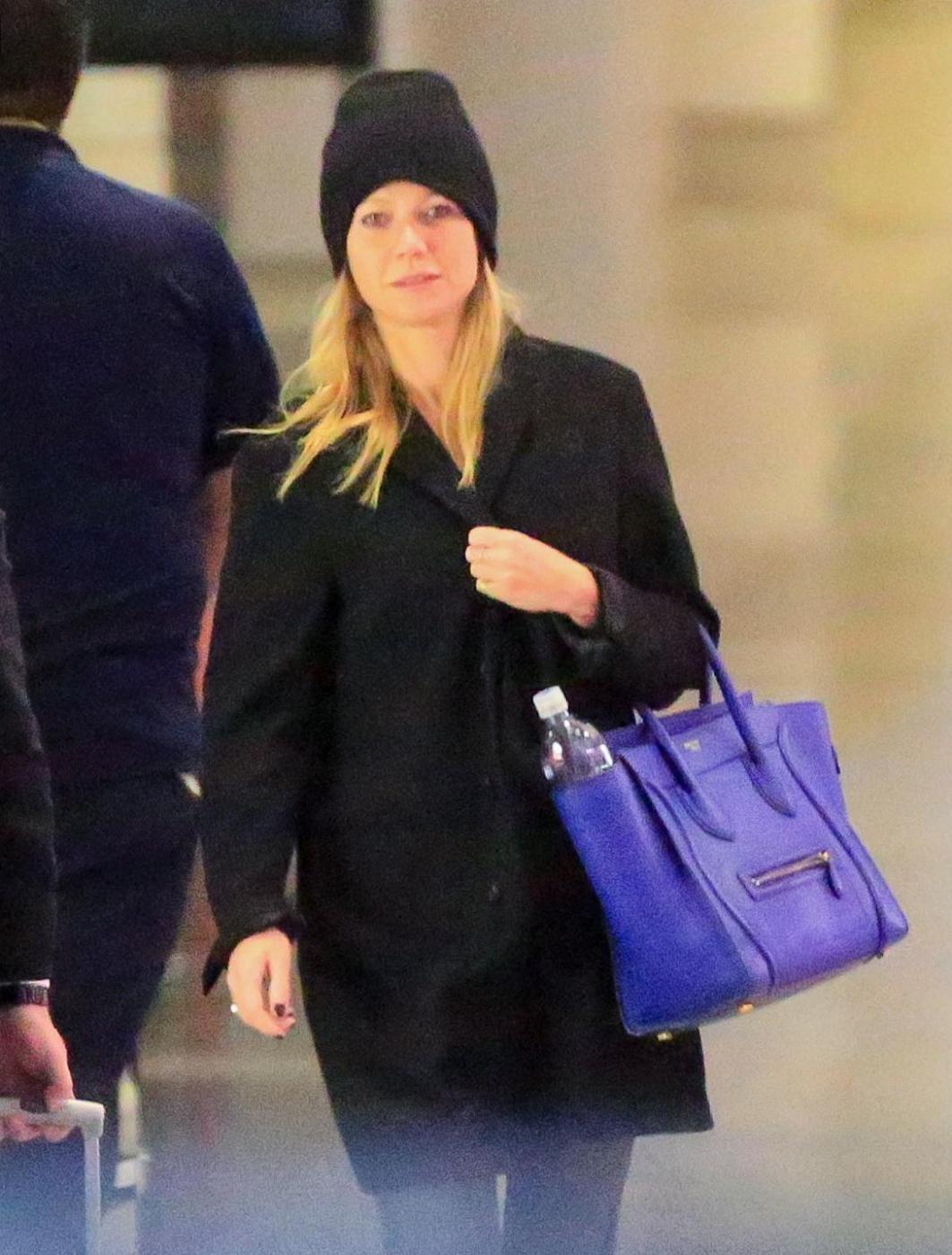 Gwyneth Paltrow senza trucco all'aereoporto9