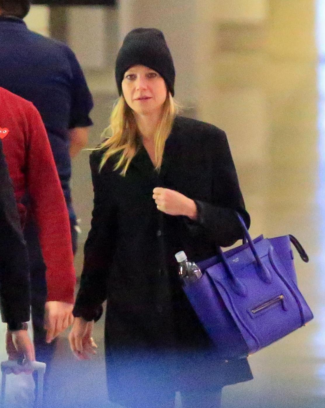 Gwyneth Paltrow senza trucco all'aereoporto1