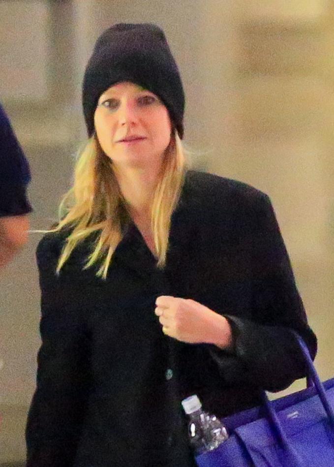 Gwyneth Paltrow senza trucco all'aereoporto2