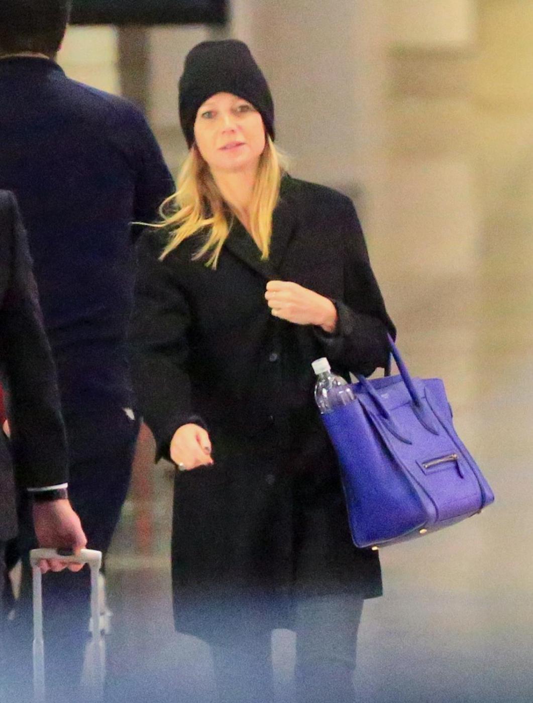 Gwyneth Paltrow senza trucco all'aereoporto3