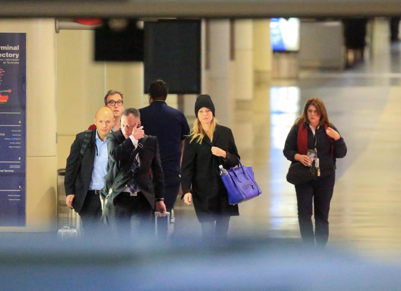 Gwyneth Paltrow senza trucco all'aereoporto4